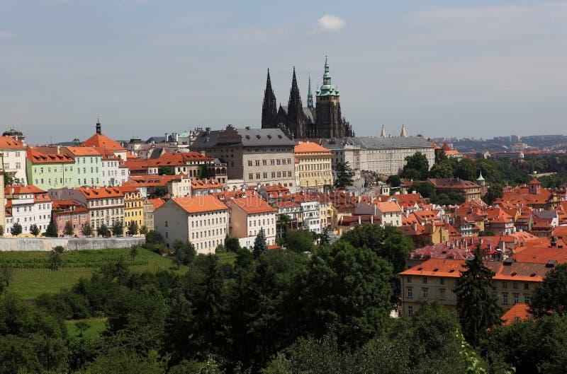 Strana de Praha, de Mala et cathédrale de rue Vitus photographie stock