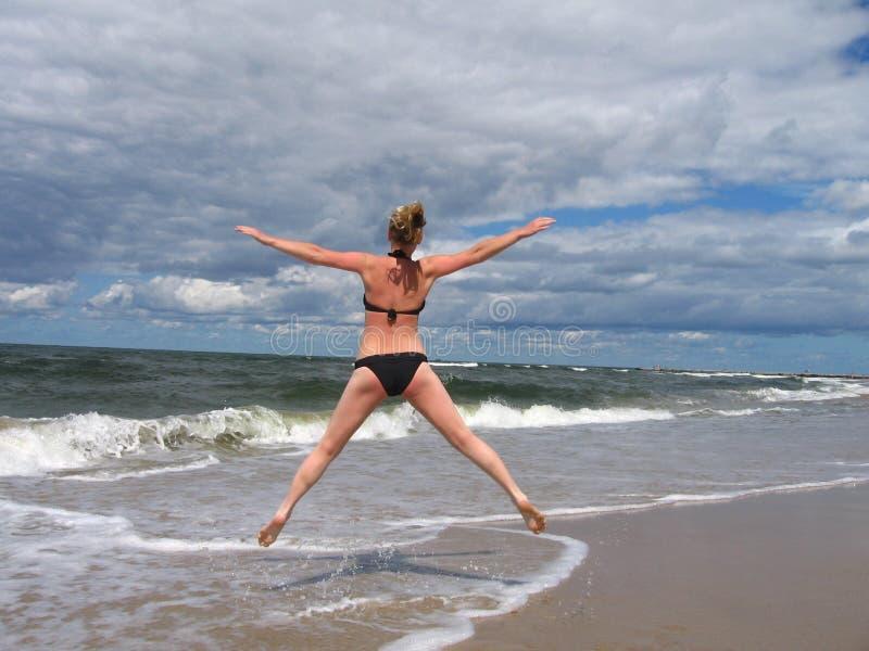 Download Strand arkivfoto. Bild av sand, flicka, paradis, vatten - 979862