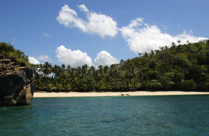 Download Strand arkivfoto. Bild av semester, sand, berg, gräsplaner - 989108