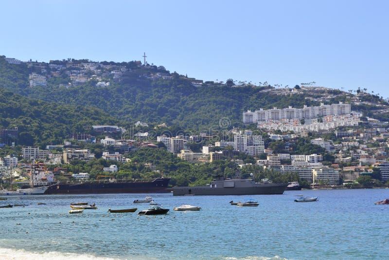 Strand in Acapulco met Schepen royalty-vrije stock afbeelding