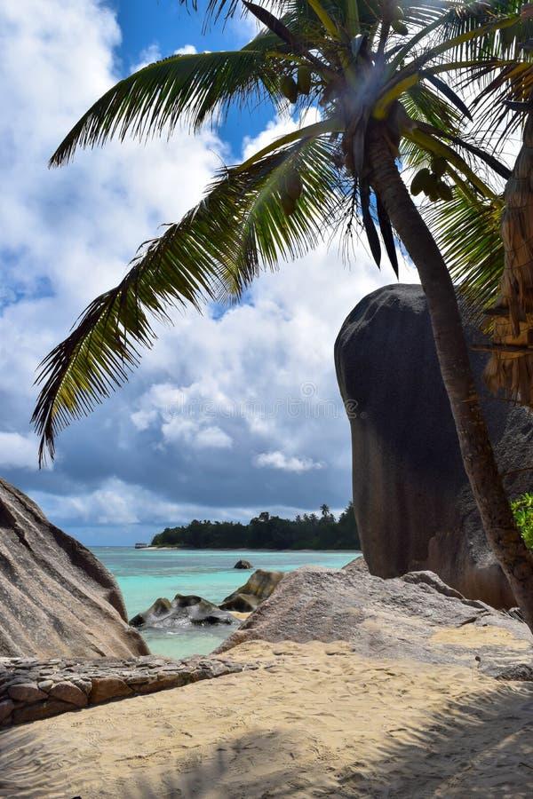Strand Anse het Bron van D ` Argent in Seychellen, het Eiland van La Digue stock foto