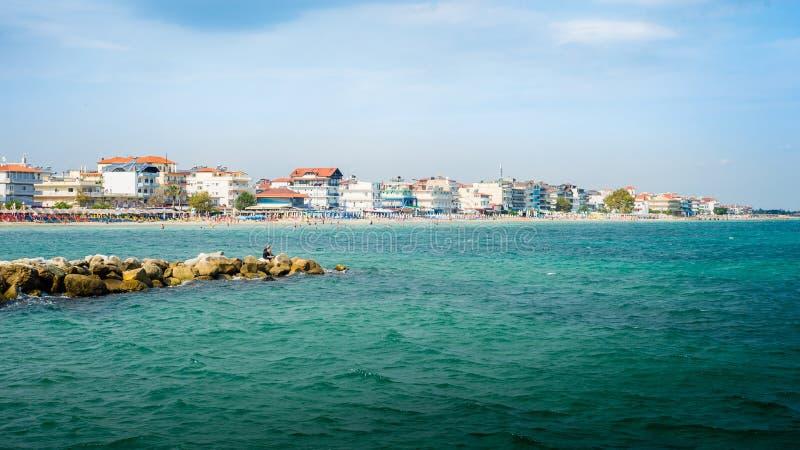 Strand-Ansicht Paralia Katerini in Griechenland Perfekter Sommer Destinatio lizenzfreies stockfoto
