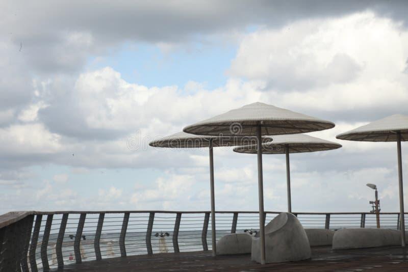 Strand auf dem Mittelmeer in Tel Aviv lizenzfreie stockfotos