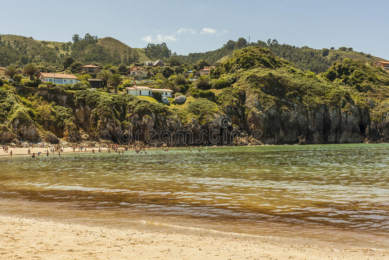 Strand av Amio, Pechon i Val de San Vicente royaltyfria foton