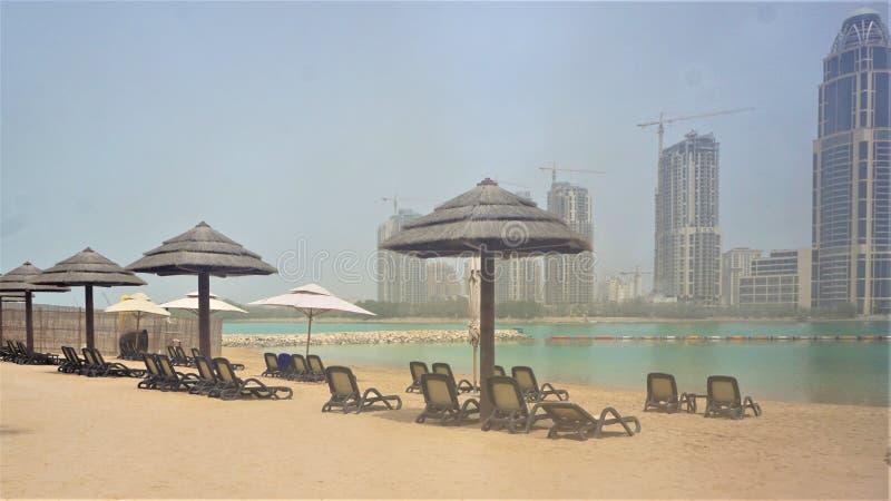 Strand av det Grand Hyatt hotellet i Doha Qatar pärlan royaltyfria bilder