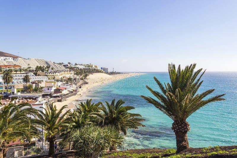 Strand av Morro Jable, Fuerteventura, kanariefågelöar royaltyfri fotografi