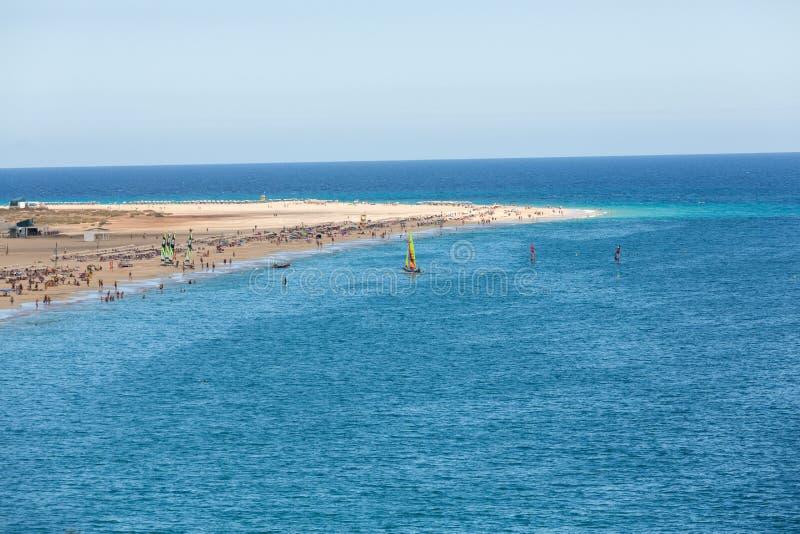 Strand av Morro Jable, kanariefågelö Fuerteventura arkivbild