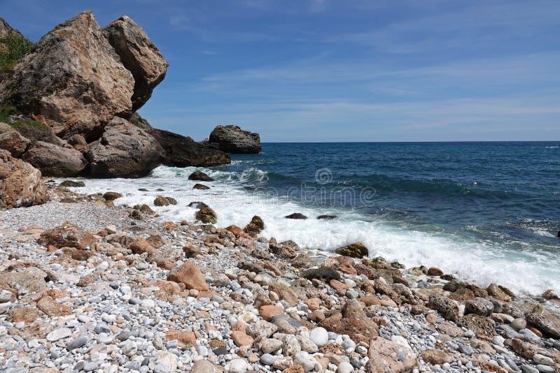 Strand Barranco de Maro nahe Nerja in Andalusien, Spanien lizenzfreie stockfotos
