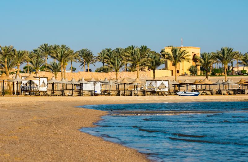 Strand bij Coraya-Baai, Egypte stock afbeelding