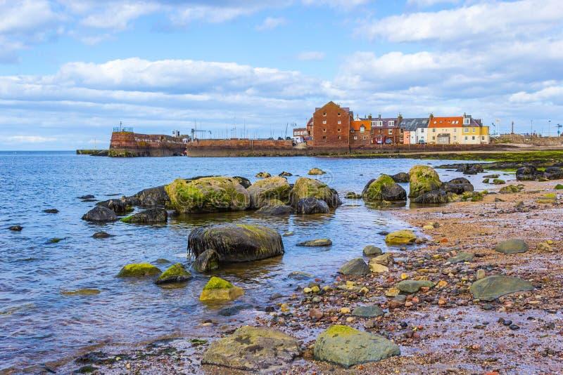 Strand bij het Noorden Berwick met de mening over de haven, Schotland royalty-vrije stock foto's
