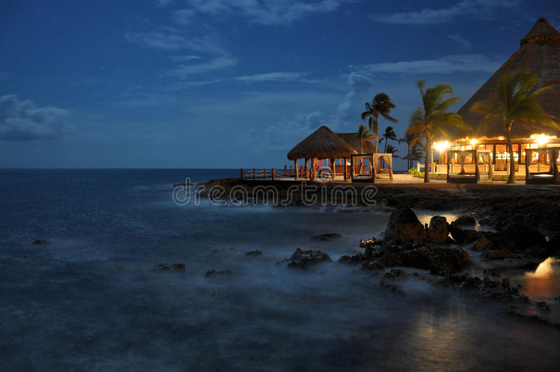 Strand bij nacht stock afbeeldingen
