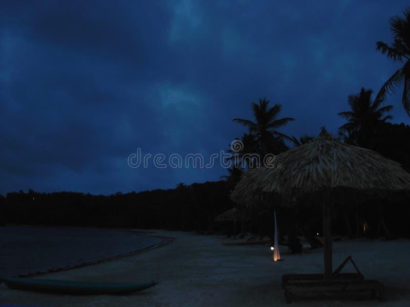 Strand bij nacht royalty-vrije stock afbeeldingen