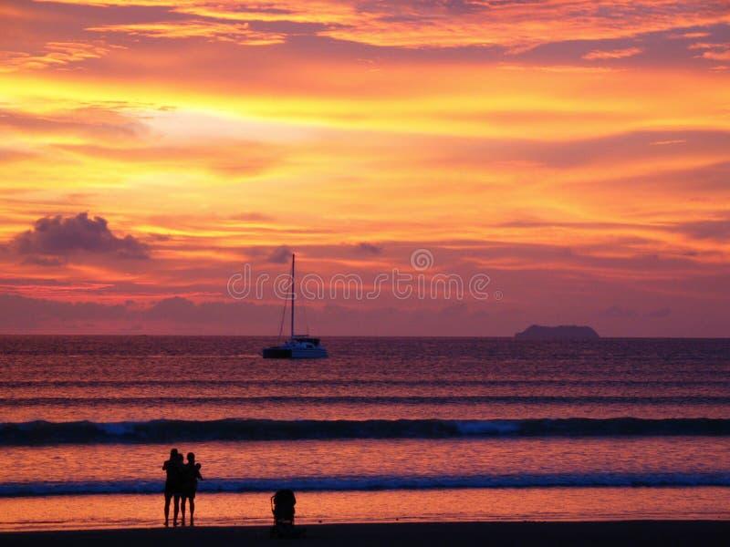 Strand bij zonsondergang stock fotografie