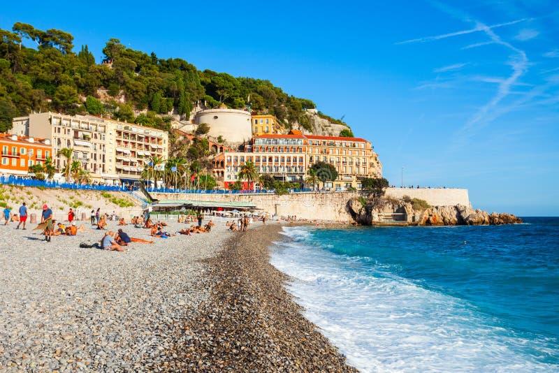 Strand-blauer Strand in Nizza, Frankreich stockbilder