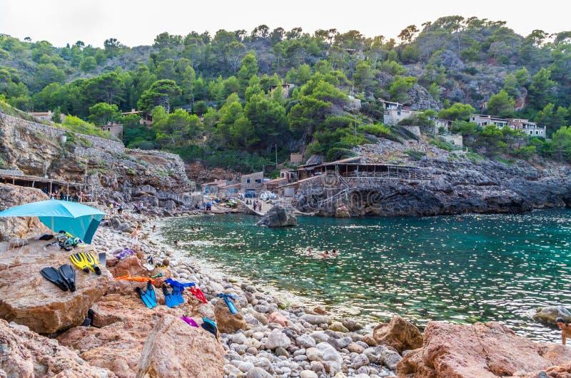 Strand Cala Deia bij kust van Mallorca, de Balearen, Spanje royalty-vrije stock afbeeldingen