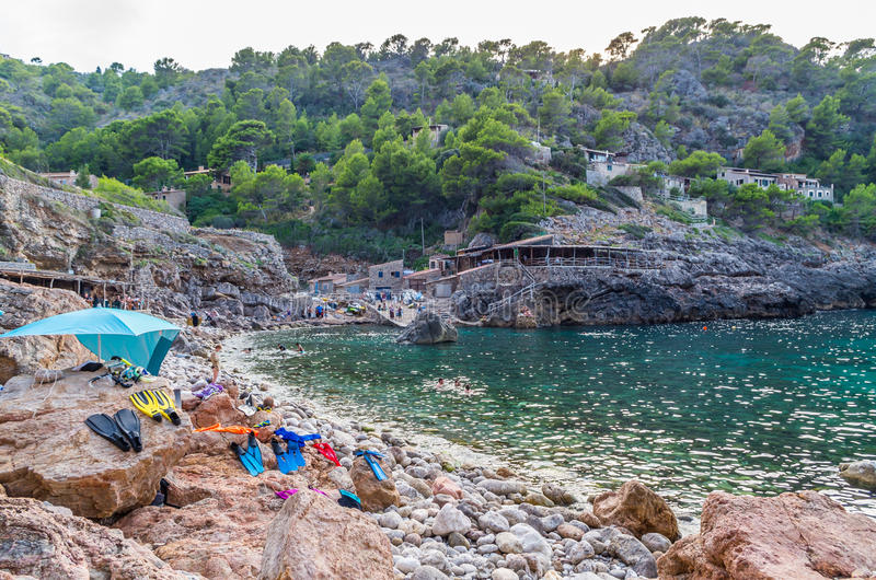 Strand Cala Deia bij kust van Mallorca, de Balearen, Spanje stock foto's