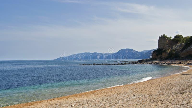 Strand Cala-Gonone lizenzfreie stockfotografie