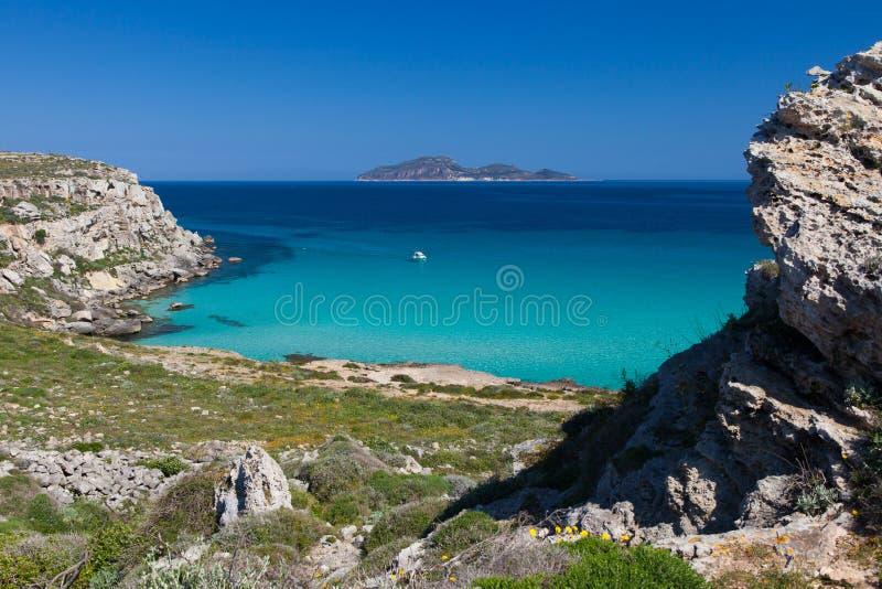 Strand Calas Rossa auf Favignana-Insel, Italien stockfotografie
