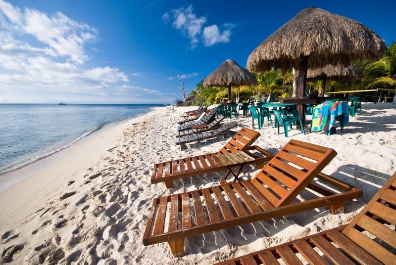 Strand in Cozumel, Mexiko lizenzfreie stockfotos