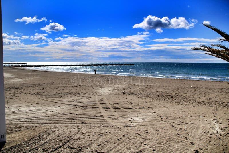 Strand in de ochtend in Santa Pola in zuidelijk Spanje royalty-vrije stock afbeelding