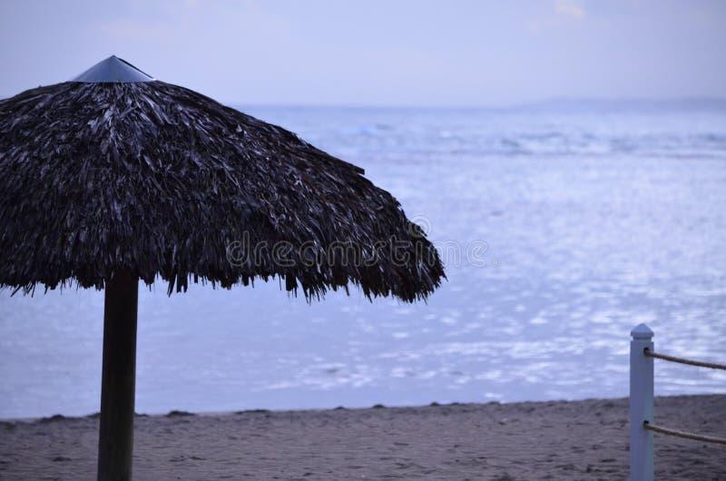 Strand an der Dämmerung stockfotografie