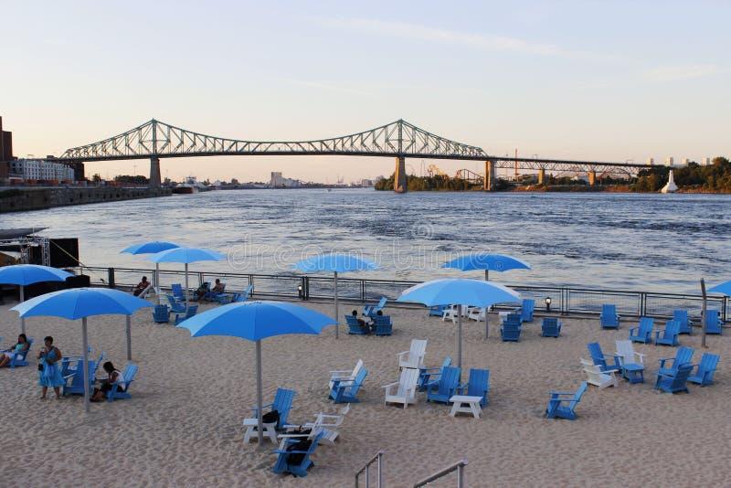 Strand in der Stadt lizenzfreies stockfoto