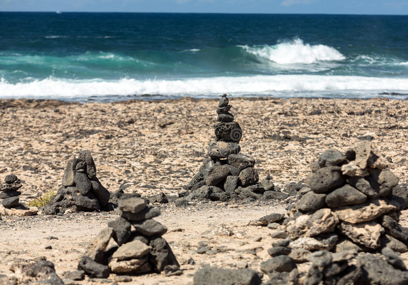 Strand dichtbij de vuurtoren Gr Toston, noordelijk deel van Fuerteventura stock afbeelding