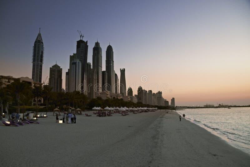 strand dubai Horisont i solnedgångtid, Förenade Arabemiraten royaltyfria foton