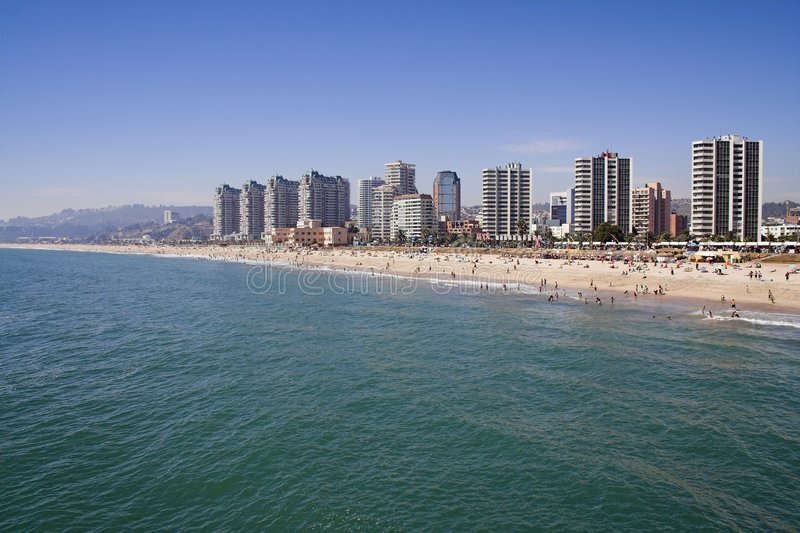Strand en Cityscape in Vina del Mar stock afbeeldingen