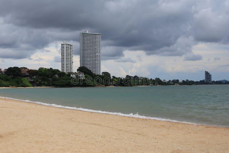 strand en de mening van het hotel royalty-vrije stock afbeeldingen