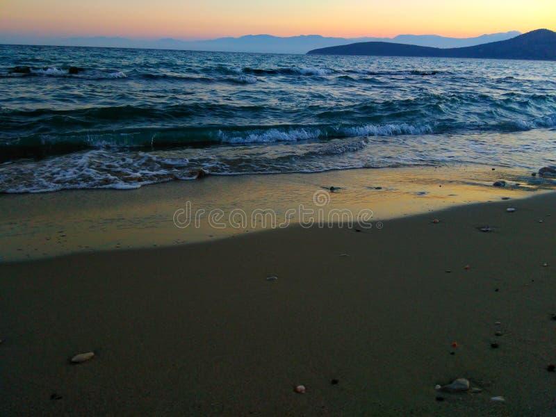 Strand en golven royalty-vrije stock afbeeldingen