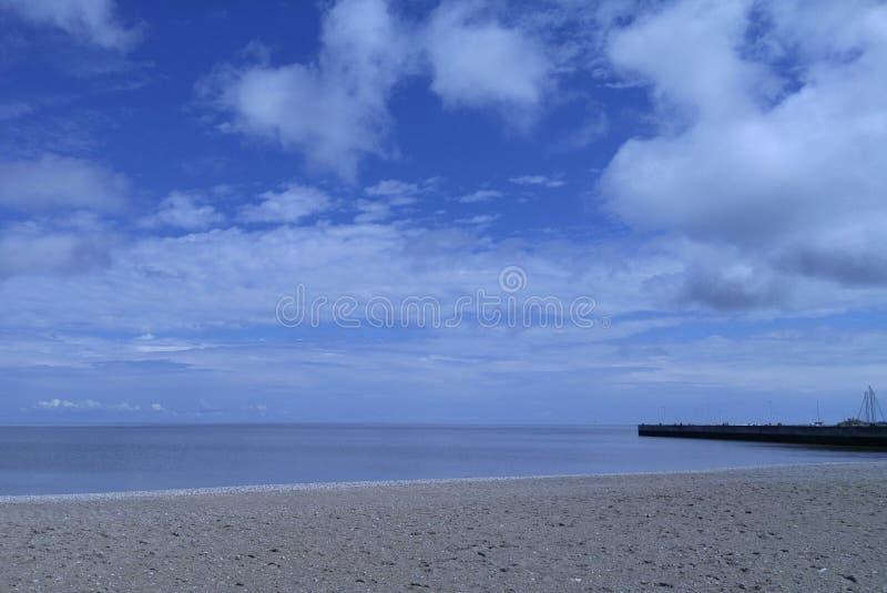 Strand en haven stock fotografie