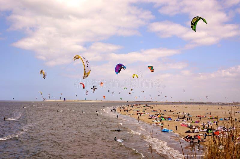 Strand en vlieger stock fotografie