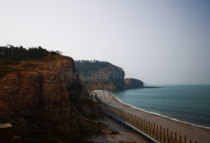 Strand för Cliffï ¼ Œ och havet arkivfoto