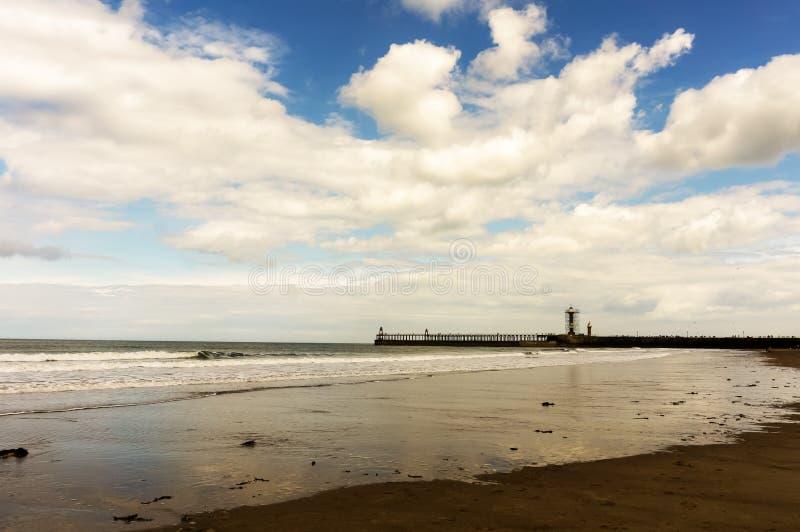 Strand för havssida i Yorkshire i sommaren fotografering för bildbyråer