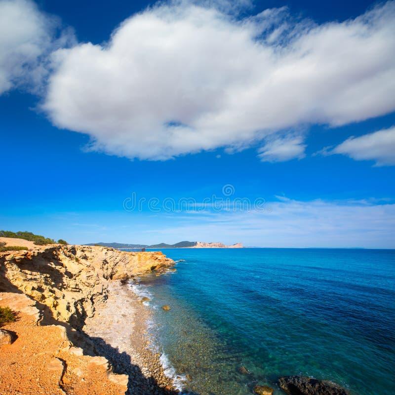 Strand för Ibiza Sa Caleta i södra San Jose på Balearic royaltyfri foto