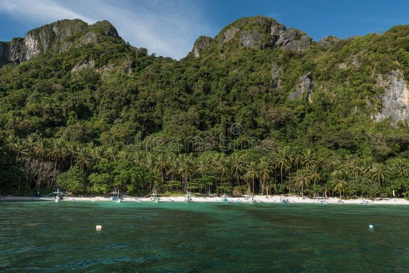 Strand för 7 kommando i El Nido, Palawan, Filippinerna Sightstället, turnerar en ö royaltyfria bilder