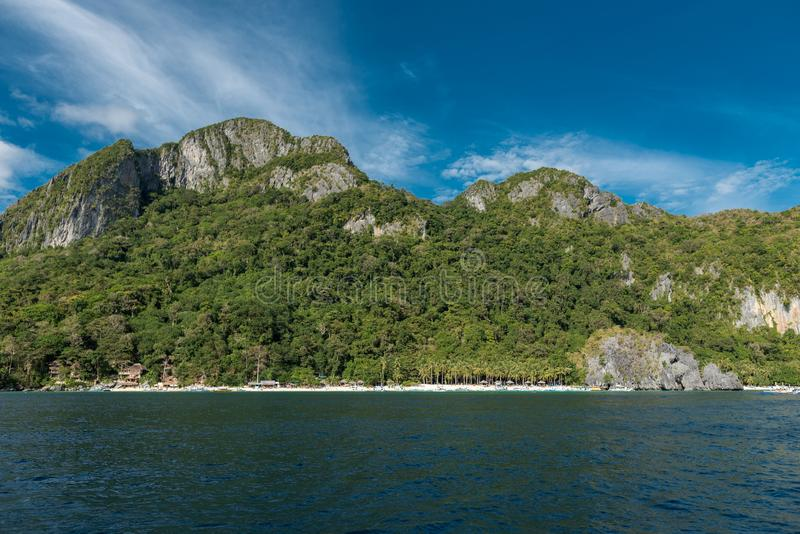 Strand för 7 kommando i El Nido, Palawan, Filippinerna Sightstället, turnerar en ö arkivbilder