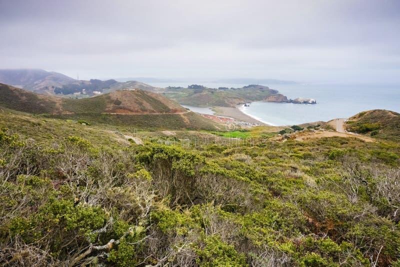 Strand för rodeo för Marin Headlands områdeslandskap & lagun, nationell rekreationsområde för Golden Gate, Marin County, Kaliforn arkivfoto