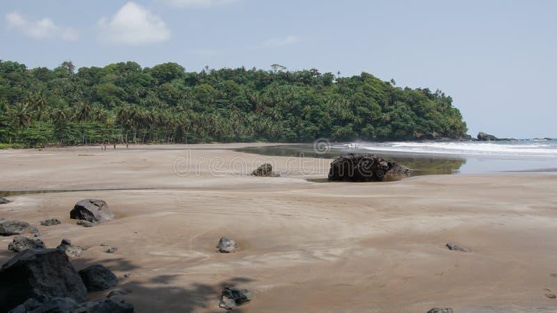 Strand för sju våg, São Tomé och Príncipe royaltyfri bild