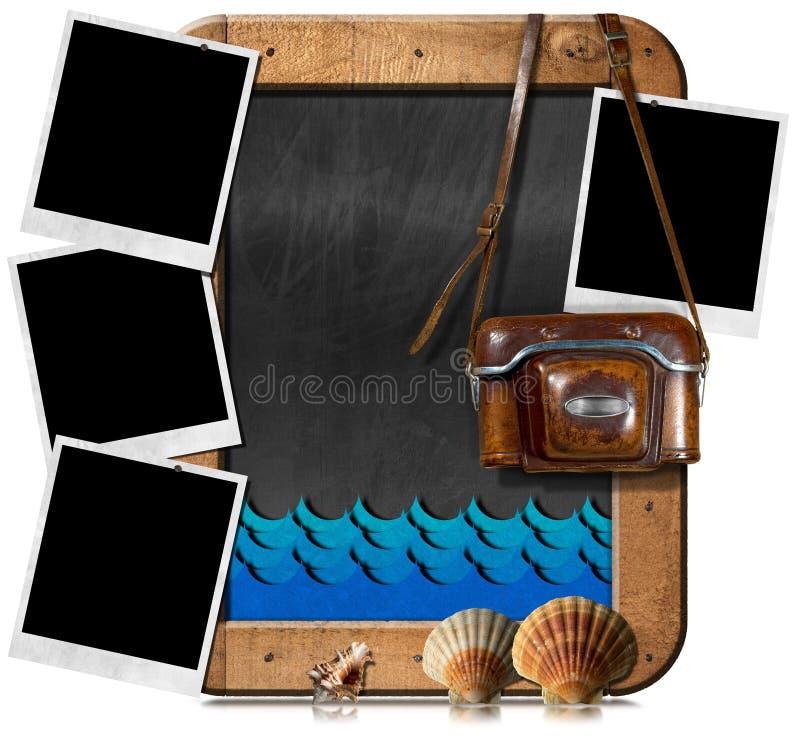 Strand-Ferien - alte Kamera und sofortige Fotos stock abbildung