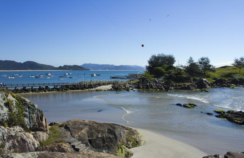 Strand in Florianopolis lizenzfreie stockbilder