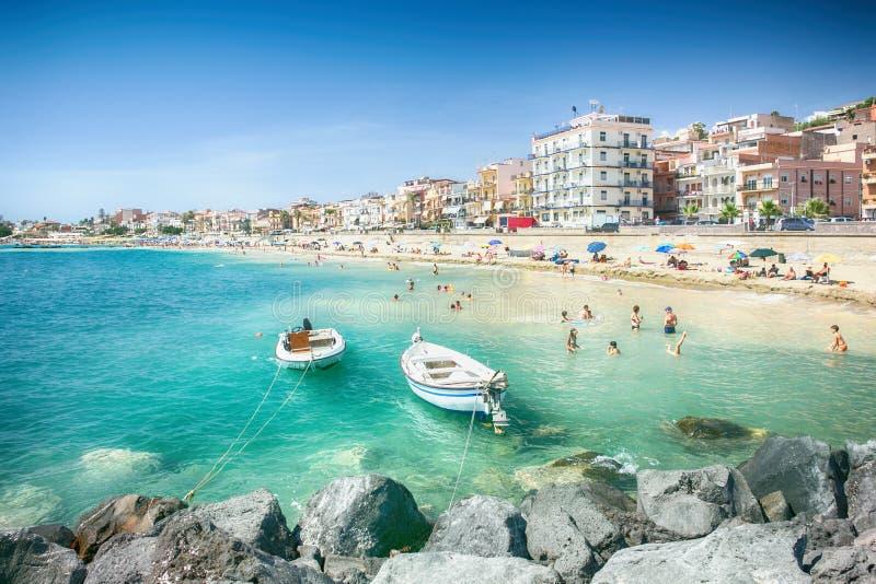 Strand in giardini naxos sizilien redaktionelles stockbild bild von italienisch feiertag - B b giardini naxos economici ...