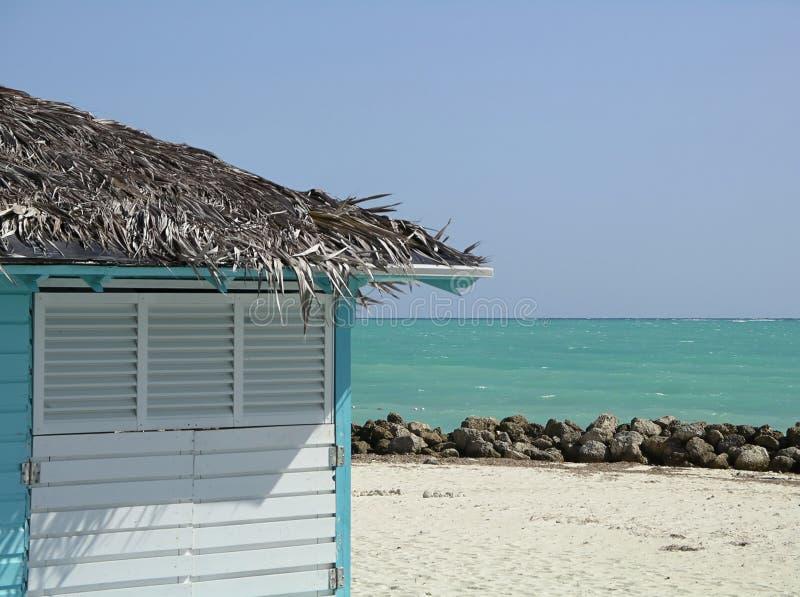 Download Strand-Hütte stockbild. Bild von türkis, dach, haus, strand - 46229