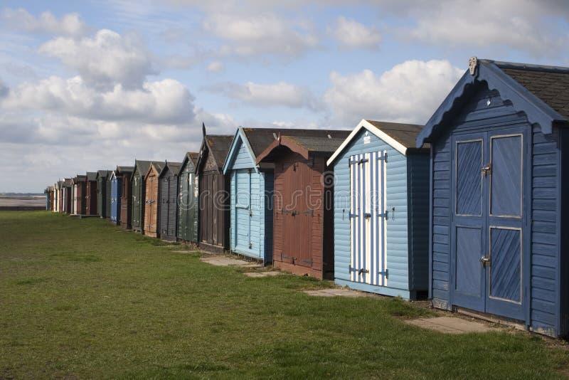 Strand-Hütten bei Dovercourt, Essex, England lizenzfreies stockbild