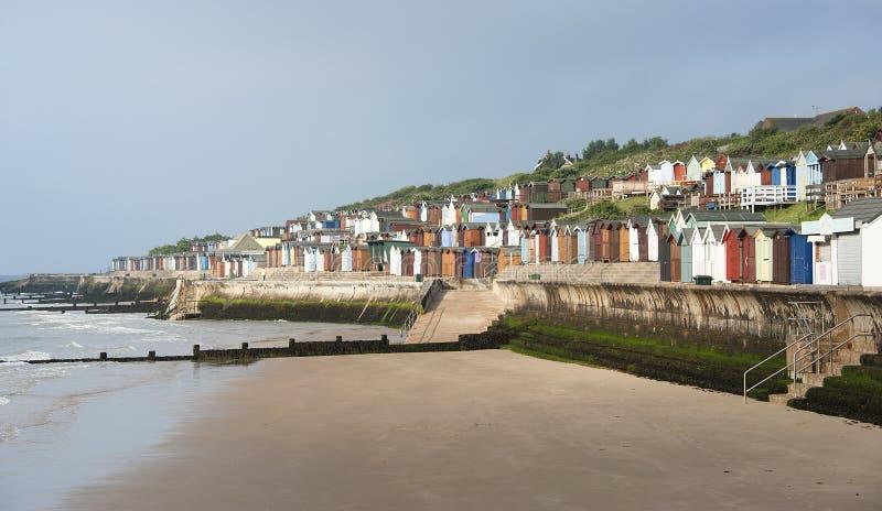 Strand-Hütten bei Walton auf dem Naze, Essex, Großbritannien. stockbild