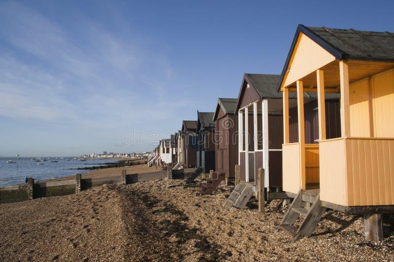 Strand-Hütten, Thorpe Bay, Essex, England stockfotos