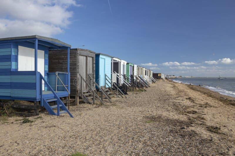Strand-H?tten an Thorpe Bucht, Essex, England stockfotografie