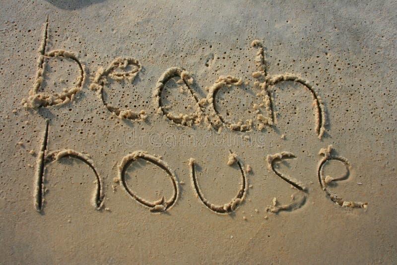 Strand-Haus im Sand lizenzfreies stockbild