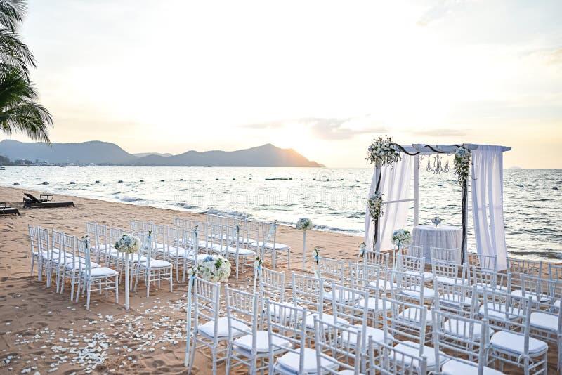 Strand-Hochzeits-Einrichtung lizenzfreies stockbild